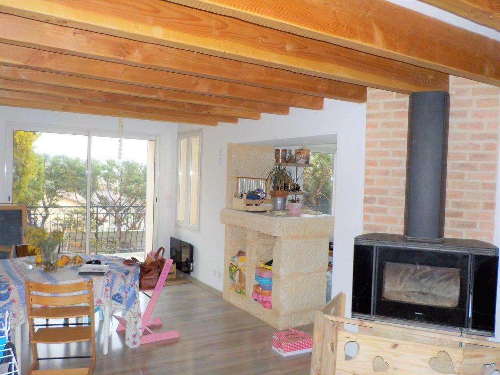 location a louer maison de ville n mes croix de fer 3. Black Bedroom Furniture Sets. Home Design Ideas